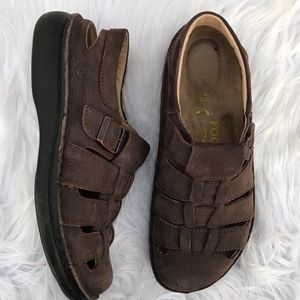 Footprints By Birkenstock Merced Fisherman Sandals